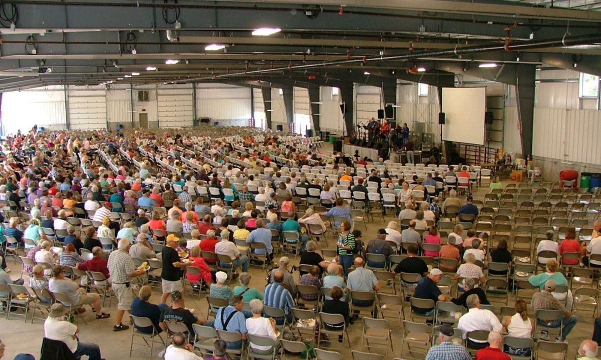 Image of an annual meeting hosted by Eastern Iowa REC